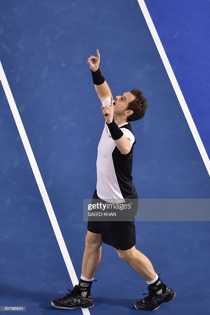 Britain's Andy Murray celebrates victory in his men's singles semi-final match against Canada's Milos Raonic on day twelve of the 2016 Australian Open tennis tournament in Melbourne on January 29, 2016. AFP PHOTO / SAEED KHAN -- IMAGE RESTRICTED TO EDITORIAL USE - STRICTLY NO COMMERCIAL USE / AFP / SAEED KHAN