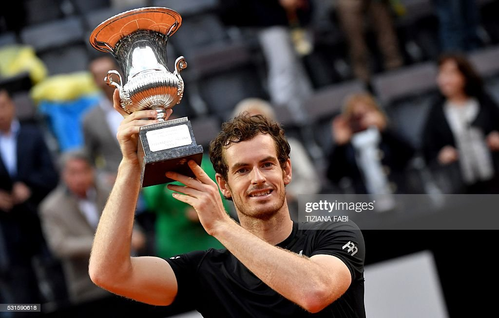 TOPSHOT - Britain's Andy Murray holds his trophy after winning the men's final match against Novak Djokovic of Serbia at the ATP Tennis Open on May 15, 2016 at the Foro Italico in Rome. / AFP / TIZIANA