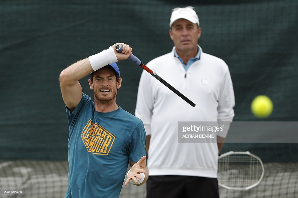 Britain's Andy Murray (L) plays a shot on a practice court as his Czech-US coach Ivan Lendl (R) watches at The All England Tennis Club in Wimbledon, southwest London, on June 26, 2016, on the eve of the start of the 2016 Wimbledon Championships tennis tournament. / AFP / ADRIAN