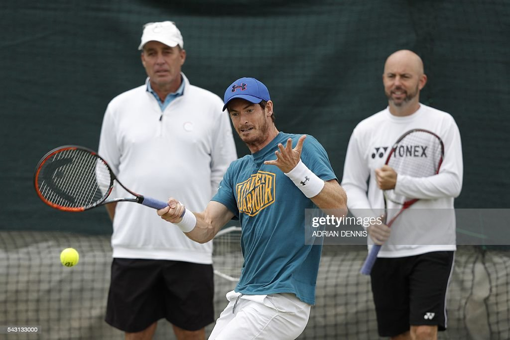 Britain's Andy Murray (C) plays a shot on a practice court under the eye of Czech-US coach Ivan Lendl (L) and assistant coach Jamie Delgado (R) at The All England Tennis Club in Wimbledon, southwest London, on June 26, 2016, on the eve of the start of the 2016 Wimbledon Championships tennis tournament. / AFP / ADRIAN