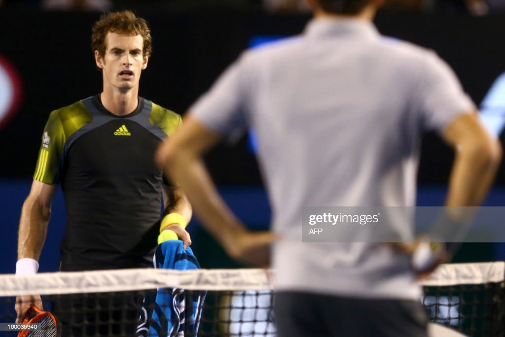 Britain's Andy Murray (L) questions a line call during his men's singles semi-final against Switzerland's Roger Federer on day twelve of the Australian Open tennis tournament in Melbourne on January 25, 2013. AFP PHOTO/MARK KOLBE/POOL IMAGE STRICTLY RESTRICTED TO EDITORIAL USE - STRICTLY NO COMMERCIAL USE
