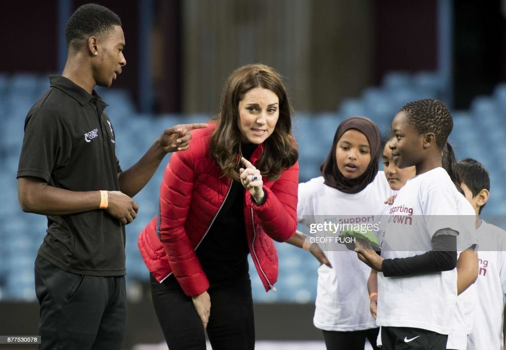 Britain's Catherine, Duchess of Cambridge interacts with participants during a vist to the Aston Villa Football Club to see the work of the Coach Core programme, in Birmingham on November 22, 2017. / AFP PHOTO / POOL / Geoff Pugh