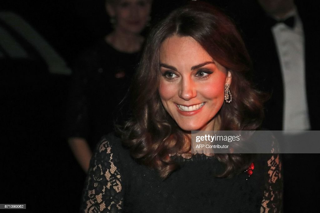 Britain's Catherine, Duchess of Cambridge smiles as she arrives to attend the 2017 Gala Dinner for The Anna Freud National Centre for Children and Families (AFNCCF), at Kensington Palace in London on November 7, 2017. During the Gala, The Duchess will attend a reception to hear more about this project and the work of the AFNCCF from those who are closely involved in the Charity. She will also meet with some of the charitys service users, including families who have benefitted from the work of the organisation. / AFP PHOTO / POOL / Frank Augstein