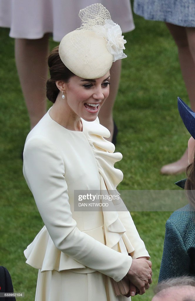 Britain's Catherine, Duchess of Cambridge, smiles as she greets guests attending a garden party at Buckingham Palace in London on May 24, 2016. / AFP / POOL / Dan Kitwood