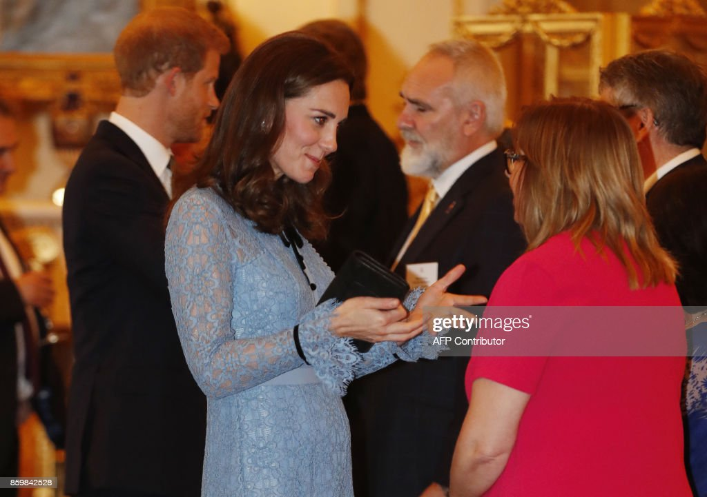 Britain's Catherine, Duchess of Cambridge takes part in a reception at Buckingham Palace to celebrate World Mental Health Day in central London on October 10, 2017 / AFP PHOTO / POOL / Heathcliff O'Malley