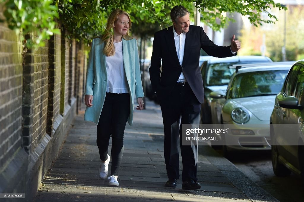 Britain's Conservative party candidate for London Mayor Zac Goldsmith (R) and his wife Alice arrive at a Polling Station in south-west London on May 5, 2016, to cast their votes. Londoners go to the polls on Thursday to elect their new mayor following a bitter campaign between the two leading candidates, Goldsmith, and Labour's Sadiq Khan, that stayed ugly to the very end. / AFP / BEN