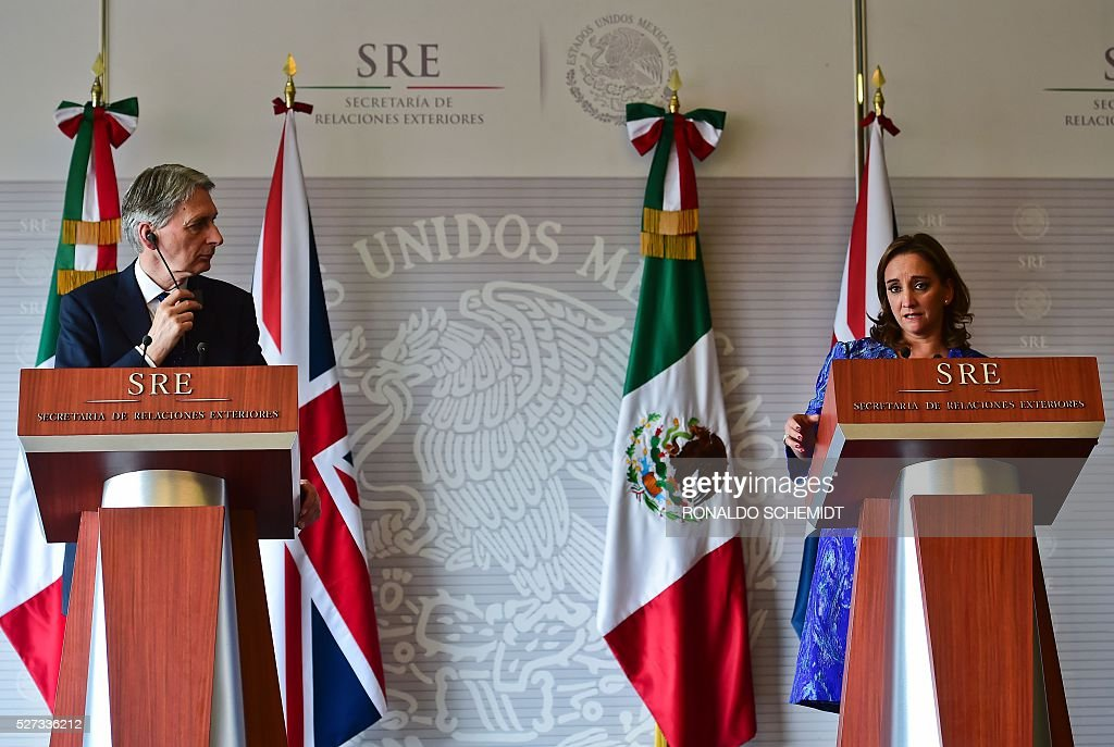 Britain's Foreign Secretary Philip Hammond and his Mexican counterpart Claudia Ruiz deliver a joint press conference at the Foreign Affairs Secretariat, in Mexico City on May 2, 2016. / AFP / RONALDO