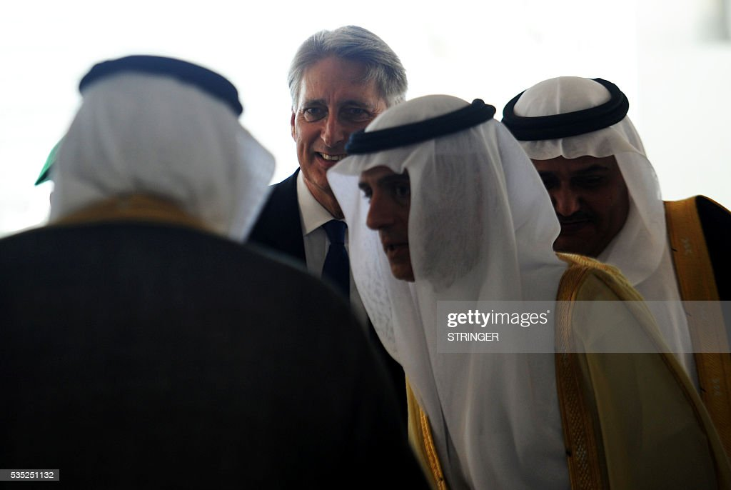 Britain's Foreign Secretary Philip Hammond (C) and Saudi Foreign Minister Adel Al-Jubair (C-R) arrive for a meeting with foreign ministers of the Gulf Cooperation Council (GCC) in Jeddah on May 29, 2016. / AFP / STRINGER