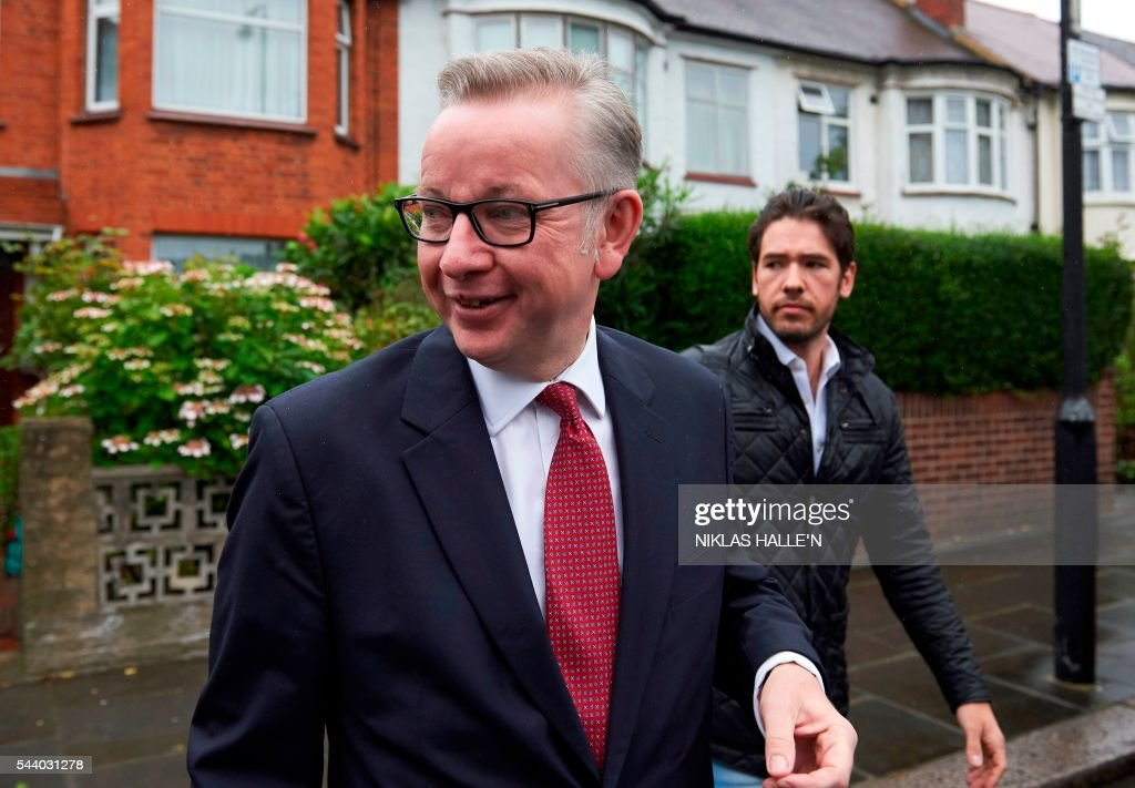 Brtain's Justice Minister Michael Gove (L) leaves his home in London on July 1, 2016. A bespectacled intellectual with a low-key public image, Michael Gove emerged as an unlikely force behind the Brexit campaign and a wily political player after rebelling against his former friend and ally, Prime Minister David Cameron. / AFP / NIKLAS HALLE'N