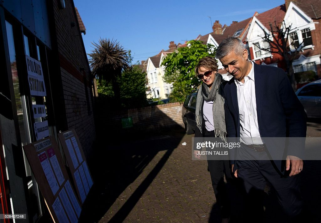 Britain's Labour party candidate for London Mayor Sadiq Khan (R) and his wife Saadiya arrive at a Polling Station in south London on May 5, 2016, to cast their votes. Londoners go to the polls on Thursday to elect their new mayor following a bitter campaign between the two leading candidates Khan, and Conservative Zac Goldsmith, that stayed ugly to the very end. / AFP / JUSTIN