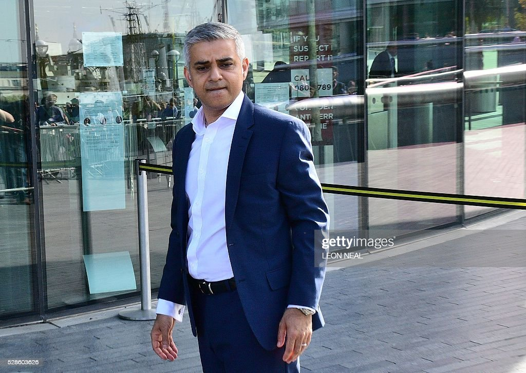 Britain's Labour party candidate for London Mayor Sadiq Khan arrives at City Hall in central London on May 6, 2016, as votes continue to be counted in the contest for the Mayor of London. London was poised to become the first EU capital with a Muslim mayor Friday as Sadiq Khan took the lead in elections that saw his opposition Labour party suffer nationwide setbacks. / AFP / LEON
