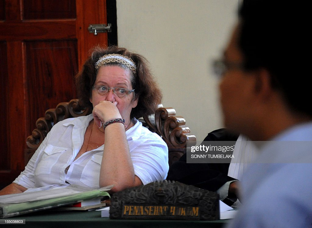 Britain's Linsay June Sandiford (C) attends her trial at a court in Denpasar on the Indonesian resort island of Bali on October 31, 2012. Sandiford's trial is accused of smuggling five kilogrammes (11 pounds) of cocaine into Indonesia. The 56-year-old Briton was arrested in May on arrival at the Denpasar airport on the resort island of Bali after the drug was allegedly found in her bag.