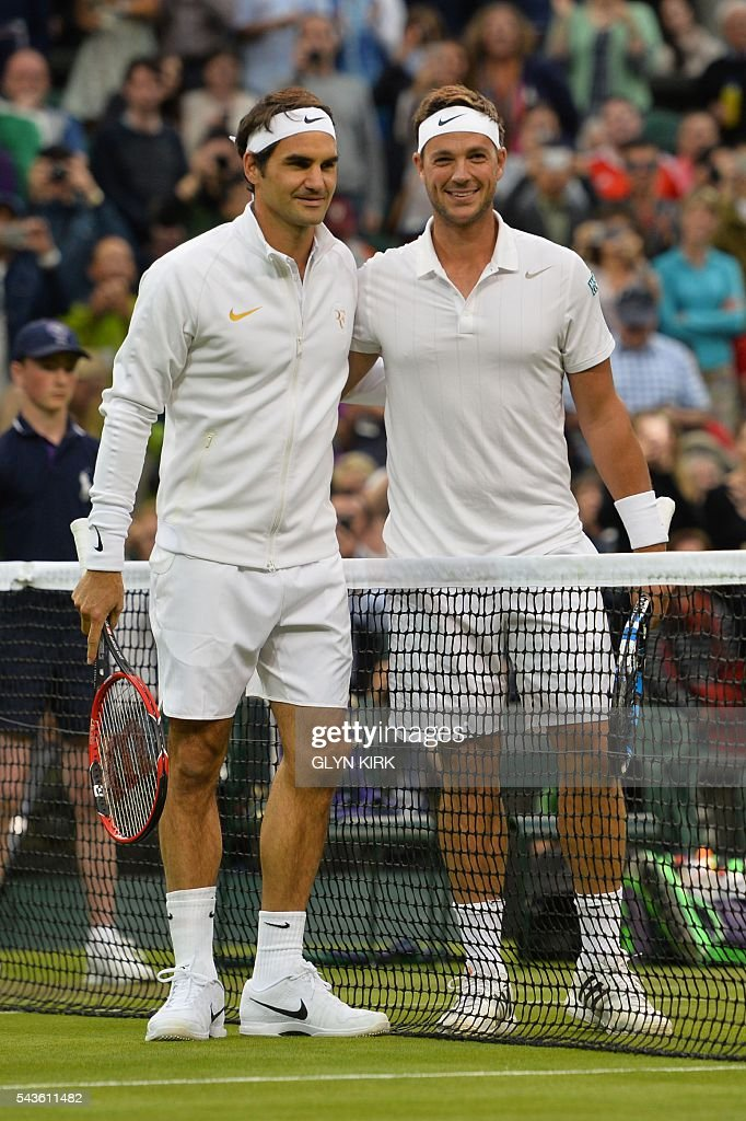 Britain's Marcus Willis (R) poses with opponent Switzerland's Roger Federer (L) at the start of their men's singles second round match on the third day of the 2016 Wimbledon Championships at The All England Lawn Tennis Club in Wimbledon, southwest London, on June 29, 2016. / AFP / GLYN