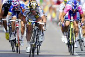 Britain's Mark Cavendish celebrates on the finish line as he wins ahead of Italy's Alessandro Petacchi on July 9 2010 the 2275 km and 6th stage of...