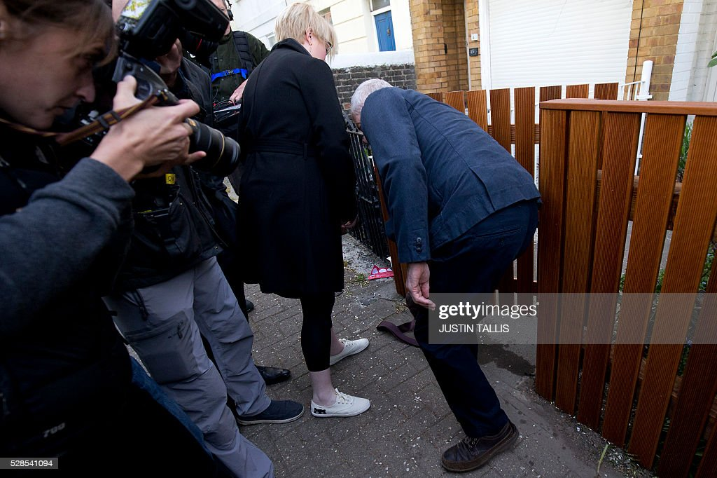 Britain's opposition Labour Party leader Jeremy Corbyn (R) drops his satchel as he leaves his home in London on May 6, 2016. Early results Friday from British local and regional elections seen as a key test for opposition Labour leader Jeremy Corbyn showed strong gains for Scottish nationalists, as London looked set to elect its first Muslim mayor. / AFP / JUSTIN