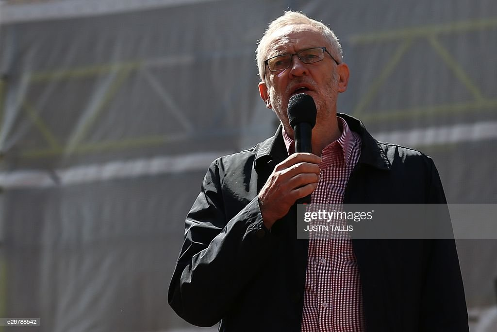 Britain's opposition Labour Party leader Jeremy Corbyn gives a speech from the top of a double-decker bus at a May Day rally in London on May 1, 2016. / AFP / JUSTIN