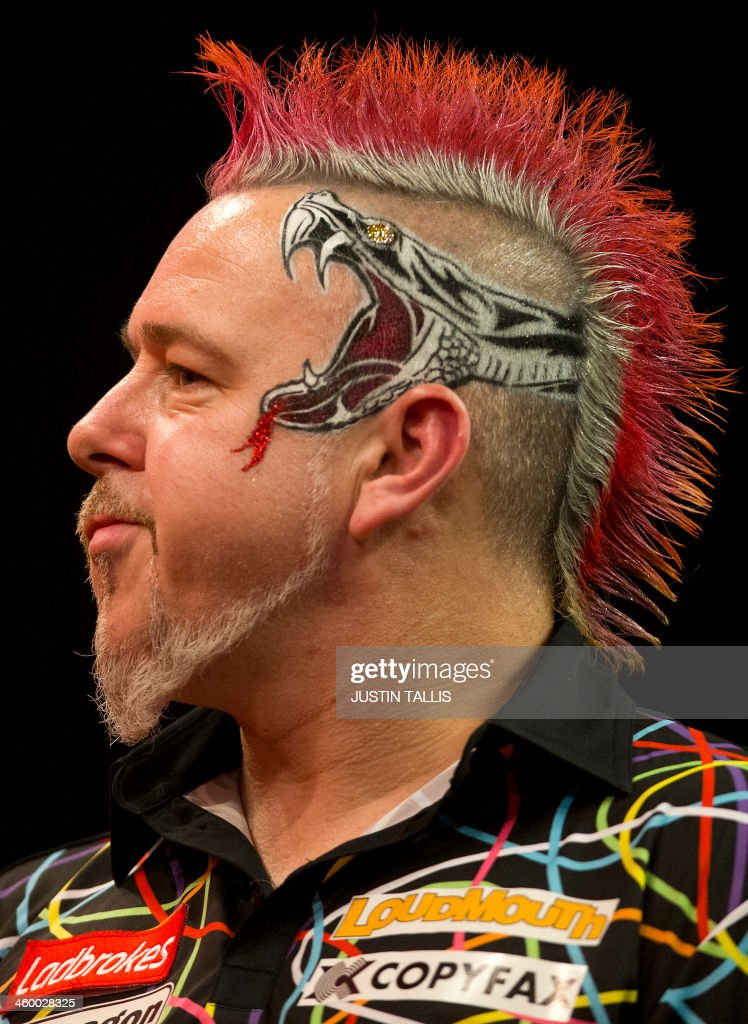 Britains <b>Peter Wright</b> reacts during the PDC World Championship darts final ... - britains-peter-wright-reacts-during-the-pdc-world-championship-darts-picture-id460028325