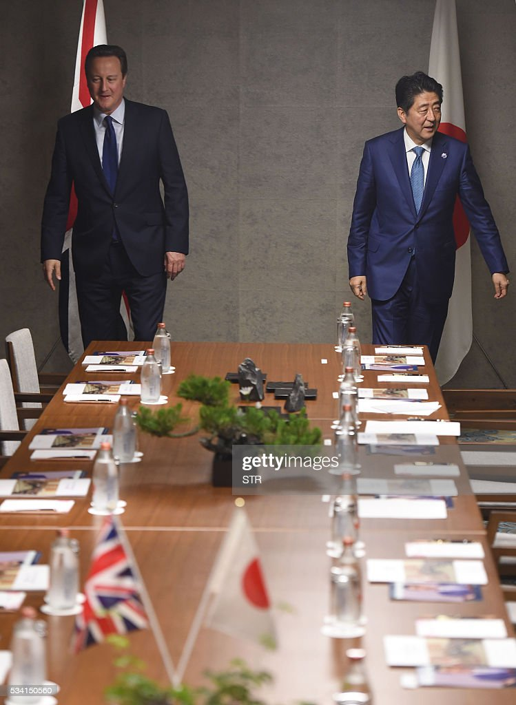 Britain's Prime Minister David Cameron (L) and Japanese Prime Minister Shinzo Abe (R) arrive for a meeting in Ise city, Mie prefecture on May 25, 2016, ahead of the G7 summit. / AFP / JAPAN POOL / STR / Japan OUT / JAPAN
