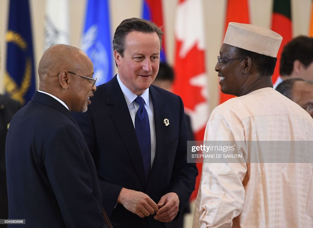 Britain's Prime Minister David Cameron (C) speaks with Chad's President Idriss Deby (R) as they take part in a dialogue with world leaders at the G7 Summit in Shima in Mie prefecture on May 27, 2016. A British secession from the European Union in next month's referendum could have disastrous economic consequences, G7 leaders warned on May 27 at the close of the summit in Japan. / AFP / STEPHANE