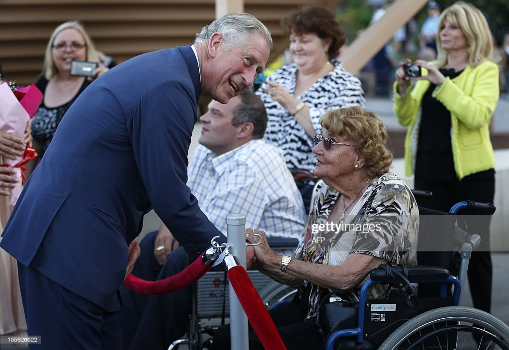 Britain's Prince Charles greets wellwishers outside the Sydney Opera House on November 9, 2012. Britain's Prince Charles and his wife Camilla are in Australia on the second leg of a Diamond Jubilee Tour taking in Papua New Guinea, Australia and New Zealand. AFP PHOTO / POOL / Tim Wimborne