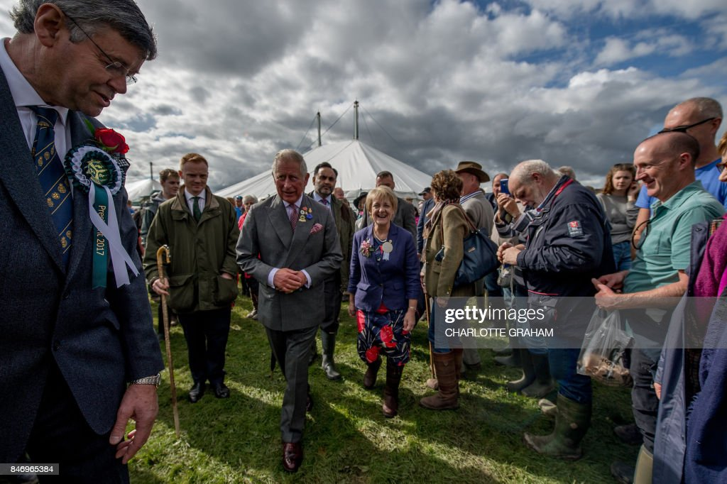 TOPSHOT - Britain's Prince Charles, Prince of Wales (centre left) arrives to tour the grounds on a visit to the Westmorland County Show in Milnthorpe, northern England, on September 14, 2017, as part of his ongoing commitment to supporting British agriculture and rural communities. Prince Charles toured the showground and saw some of the finest examples of Cumbrian livestock, food, crafts and country pursuits as well as meeting exhibitors, staff and visitors. / AFP PHOTO / POOL / Charlotte Graham