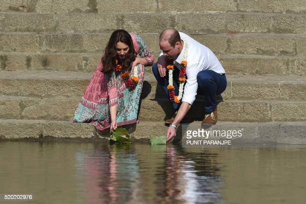 Britain's Prince William and his wife Catherine visit the historic Banganga water tank in Mumbai on April 10 2016 / AFP / PUNIT PARANJPE