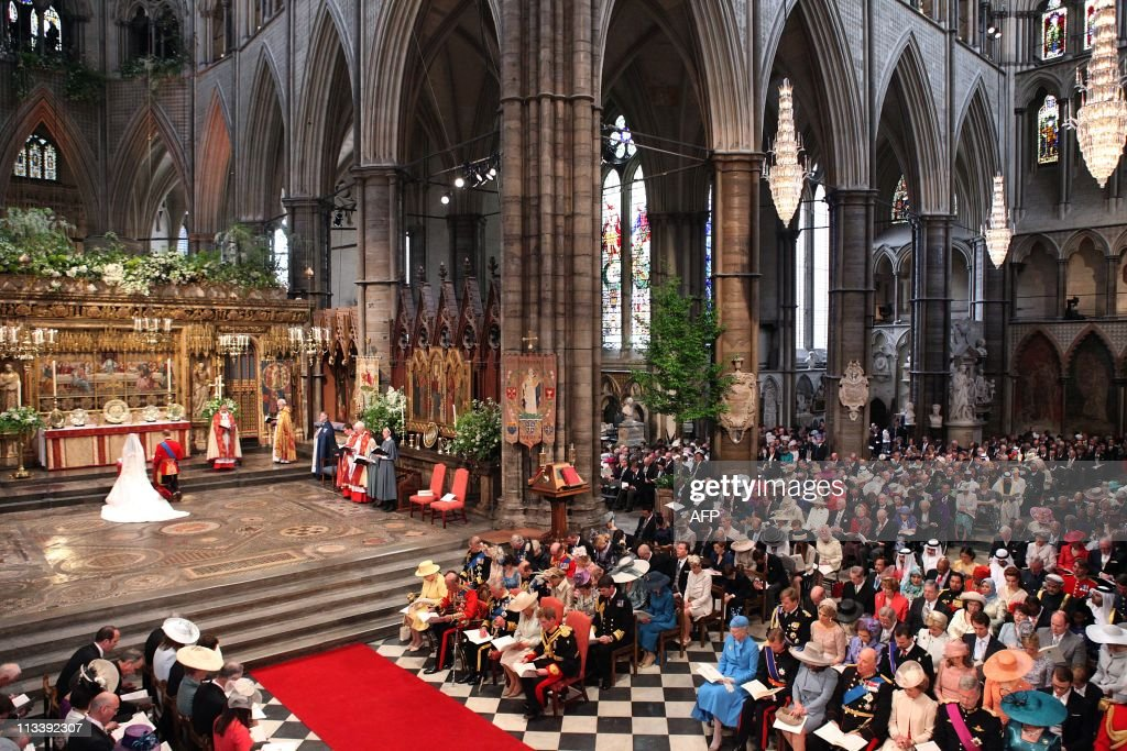 Britain's Prince William and Kate Middleton kneel at the altar at Westminster Abbey in London during their Royal Wedding ceremony on April 29, 2011. AFP PHOTO / WPA POOL/ Dominic Lipinski