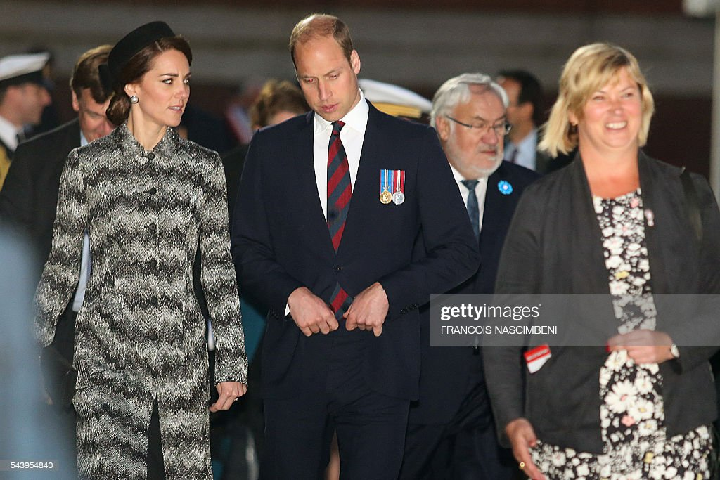 Britain's Prince William, Duke of Cambridge (C) and his wife Catherine, Duchess of Cambridge (L) attend the commemoration of the 100th anniversary of the Battle of the Somme, the deadliest battle in British history in which 20,000 men died on the first day of combat alone, on June 30, 2016 at the Thiepval Memorial, northern France. / AFP / FRANCOIS