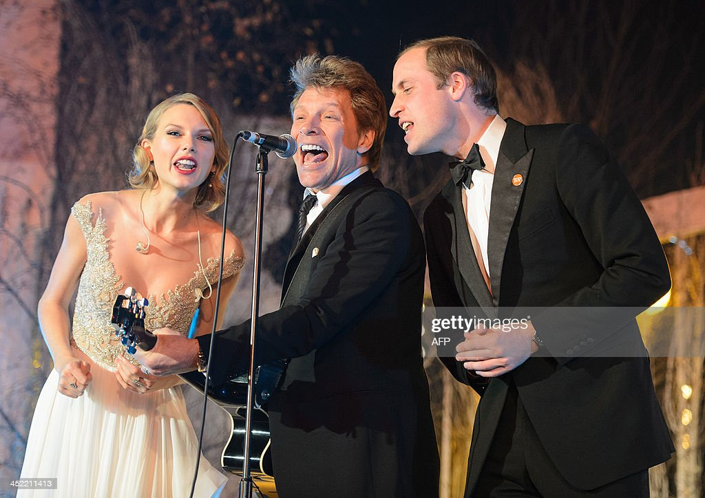 Britain's Prince William, Duke of Cambridge, (R) sings with US singers Jon Bon Jovi (C) and Taylor Swift (L) during the Centrepoint Gala Dinner at Kensington Palace in London, on November 26, 2013.