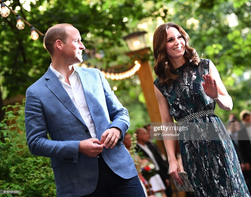 Britain's Princess Kate, the Duchess of Cambridge, and Britain's Prince William, Duke of Cambridge arrive for a reception at 'Claerchens Ballhaus' dance hall in Berlin, on the second day of the British royal couple visit to Germany, on July 20, 2017 in Berlin. / AFP PHOTO / POOL / Britta Pedersen