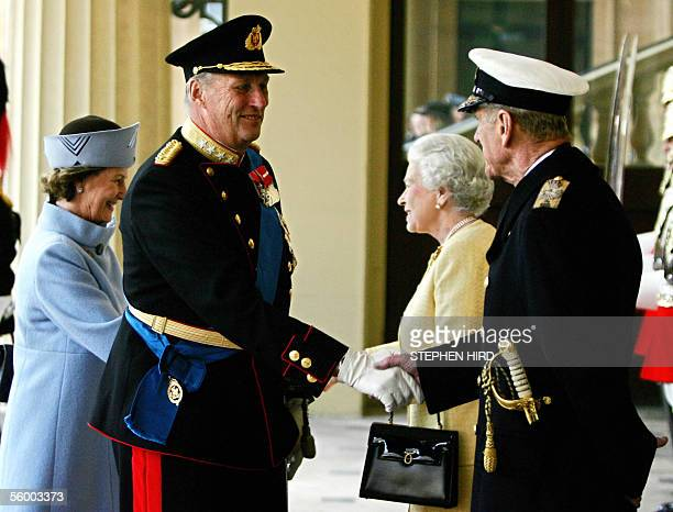 Britain's Queen Elizabeth and the Duke of Edinburgh greet King Harald and Queen Sonja of Norway at Buckingham Palace in London 25 October 2005 on the...