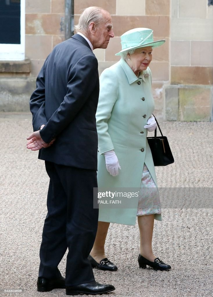 Britain's Queen Elizabeth II and Britain's Prince Philip, Duke of Edinburgh (L) arrive at Hillsborough Castle, south of Belfast, where the Royal couple met invited guests, including Northern Ireland First and Deputy First Ministers, Arlene Foster and Martin McGuinnes on June 27, 2016 on the start of a two day visit to the province. / AFP / PAUL