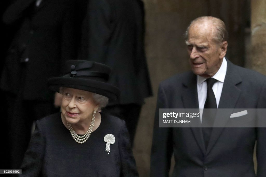 Britain's Queen Elizabeth II and Britain's Prince Philip, Duke of Edinburgh leave after the funeral service of the 2nd Countess Mountbatten of Burma, Patricia Knatchbull at St Paul's Church in Knightsbridge, London on June 27, 2017. / AFP PHOTO / POOL / Matt Dunham