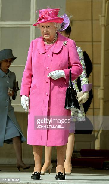 Britain's Queen Elizabeth II arrives to attend a garden party at Buckingham Palace central London on May 28 2015 AFP PHOTO / POOL / JOHN STILLWELL