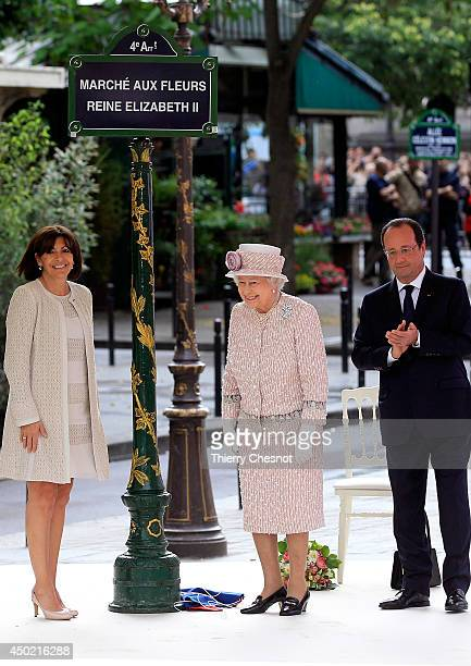 Britain's Queen Elizabeth II French President Francois Hollande and Paris Mayor Anne Hidalgo unveil a plaque during during a ceremony for the...