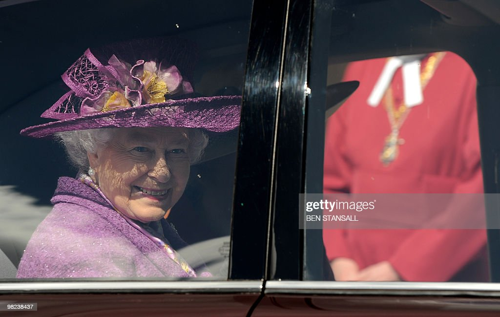 Britain's Queen Elizabeth II holds flowers as she leaves an Easter Sunday church service in Windsor on April 4, 2019. AFP PHOTO / BEN STANSALL / WPA POOL