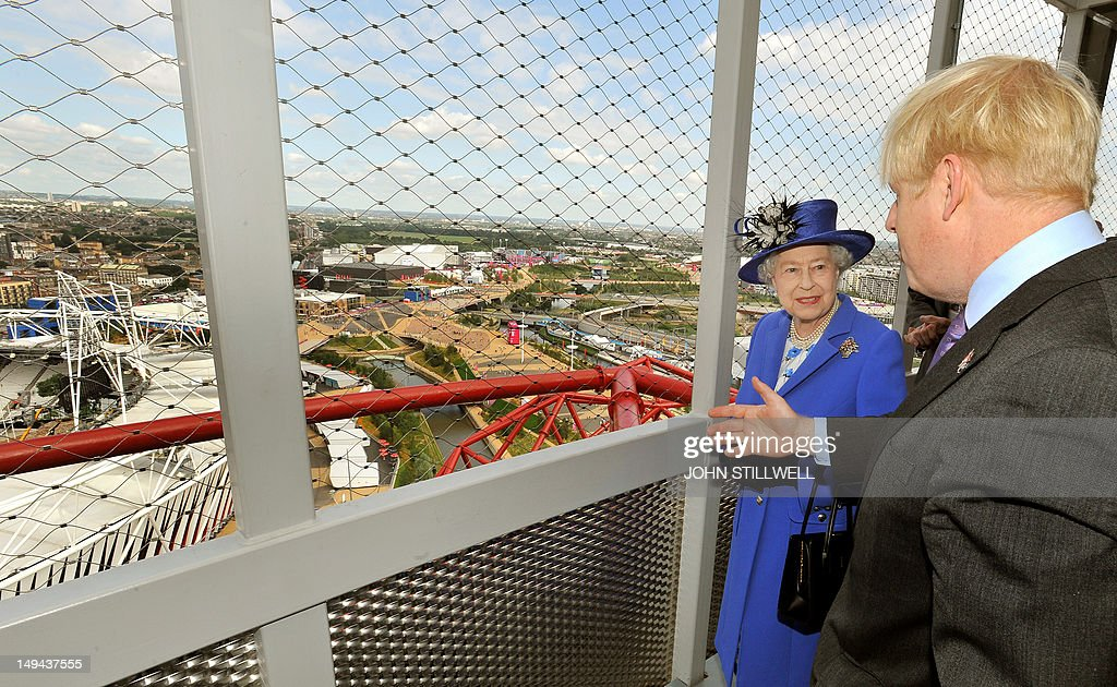 Britain's Queen Elizabeth II (2nd L) is shown the Olympic Stadium by London Mayor Boris Johnson from the top of the Orbit sculpture during a tour of the Athletes Village at the 2012 Olympic Park in London, on July 28, 2012. AFP PHOTO/John Stillwell/POOL