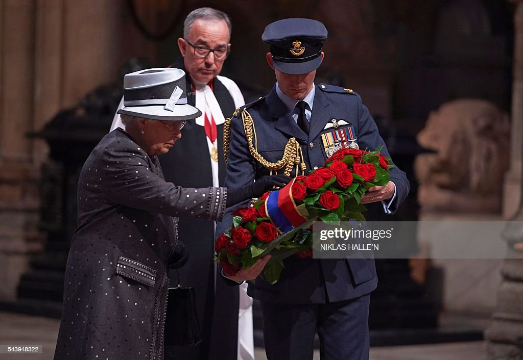 Britain's Queen Elizabeth II (L) lays a wreath made of roses and bay leaves on the Grave of the Unknown Warrior at a Service on the Eve of the Centenary of the Battle of the Somme at Westminster Abbey in London on June 30, 2016. Westminster Abbey is holding a Service on the Eve of the Centenary on June 30 2016, and an Overnight Vigil the first time the Abbey has been open all night for a vigil since peace vigils for the Cuban Missile Crisis over fifty years ago. The Abbey service and vigil are part of a programme of centenary events which includes vigils in Scotland, Wales and Northern Ireland, and at Thiepval, Northern France. / AFP / POOL / Niklas HALLE'N