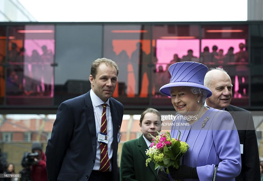 Britain's Queen Elizabeth II (R) looks toward well-wishers alongside Charles Knowles (L), Clinical Professor of Surgical Research, and Professor Norman Williams (R), President of the Royal College of Surgeons, following a visit to the new Royal London Hospital building and the new National Centre for Bowel Research and Surgical Innovation in London on February 27, 2013. The Queen accompanied by the Duke of Edinburgh toured the building, visiting the new Children's Services area meeting patients and staff. They also visited the new National Centre for Bowel Research and Surgical Innovation where they toured state-of-the-art laboratories dedicated to the study of human tissue. AFP PHOTO / POOL / ADRIAN DENNIS