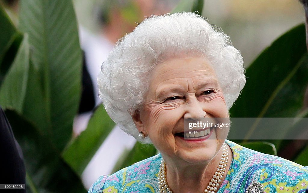 Britain's Queen Elizabeth II smiles as she visits gardens at the Chelsea Flower Show in London, on May 24, 2010. The show, which has 600 exhibitors, opens to the public on May 25. AFP PHOTO Matt Dunham POOL