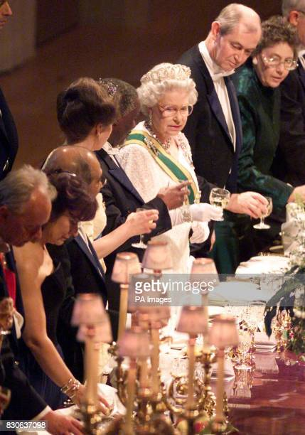 Britain's Queen Elizabeth II welcomes South African President Thabo Mbeki to a state banquet in St George's Hall at Windsor Castle Berkshire during...