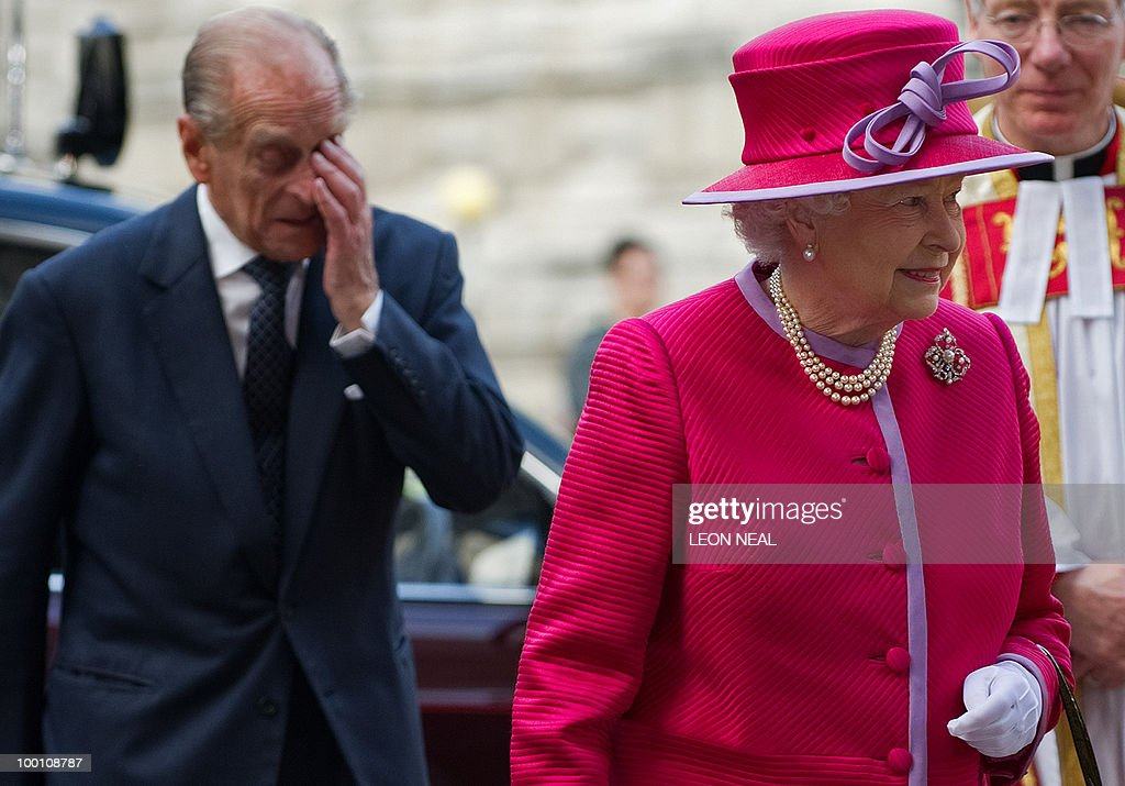 Britiain's Queen Elizabeth (R), and her husband Prince Phillip (L), arrive to attend a service to mark the 450th anniversary of the granting of their Royal Charter by Queen Elizabeth I, at Westminster Abbey in central London on May 21, 2010. AFP PHOTO/Leon Neal