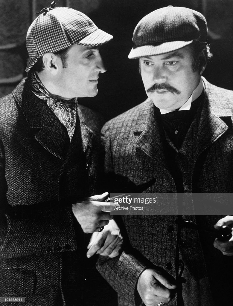British actor Basil Rathbone (1892 - 1967) as fictional detective Sherlock Holmes with Nigel Bruce (1895 - 1953) as Doctor Watson, circa 1939.