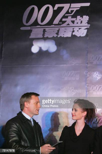 British actor Daniel Craig and French actress Eva Green attend a press conference prior to the premiere 'Casino Royale' on January 29 2007 in Beijing...