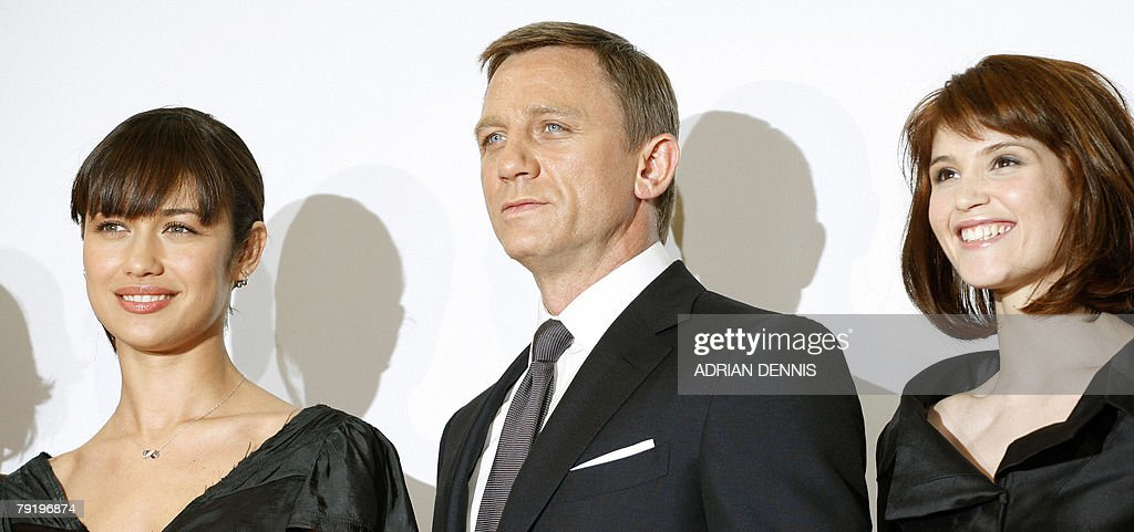 British actor Daniel Craig (C) poses with cast members of the latest James Bond movie 'Quantum of Solace' Olga Kurylenko (L) and Gemma Arterton (R) during a photocall to celebrate the start of production at Pinewood Studios in Iver Heath, Buckinghamshire, 24 January 2008. Eon productions and Sony Pictures are producing the 22nd James Bond adventure film where Bond is on a mission that leads him to Austria, Italy and South America .