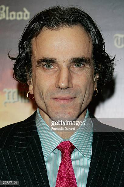 British actor Daniel DayLewis poses as he arrives to attend the premiere for Paul Thomas Anderson's new film 'There Will Be Blood' on February 12...