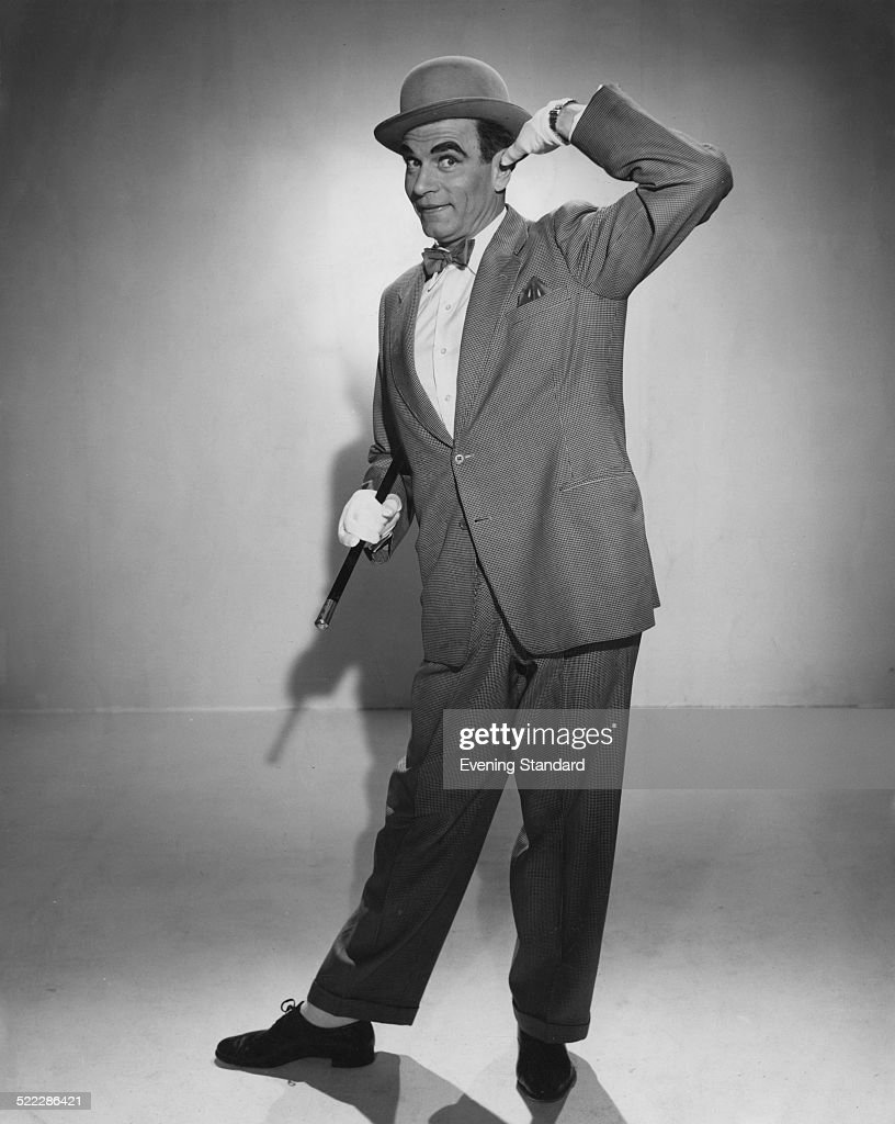 British actor Laurence Olivier (1907 - 1989) as music hall performer Archie Rice in 'The Entertainer', directed by Tony Richardson, 1960. The film is based on the stage play of the same name by John Osborne.