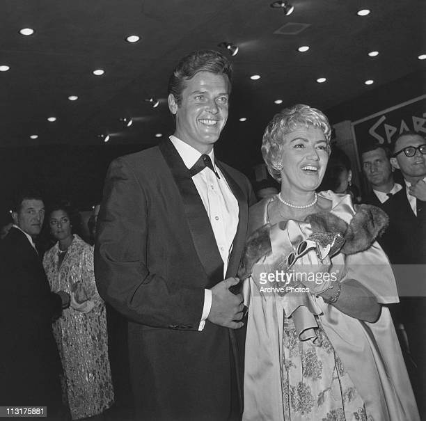 British actor Roger Moore and his wife singer Dorothy Squires at the premiere of Stanley Kubrick's 'Spartacus' in 1960