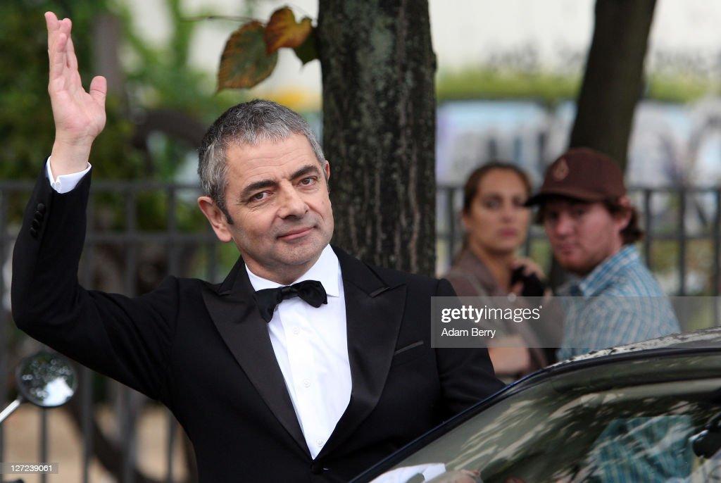 "Rowan Atkinson Performs Jetski Stunt For ""Johnny English - Reborn"" Premiere"