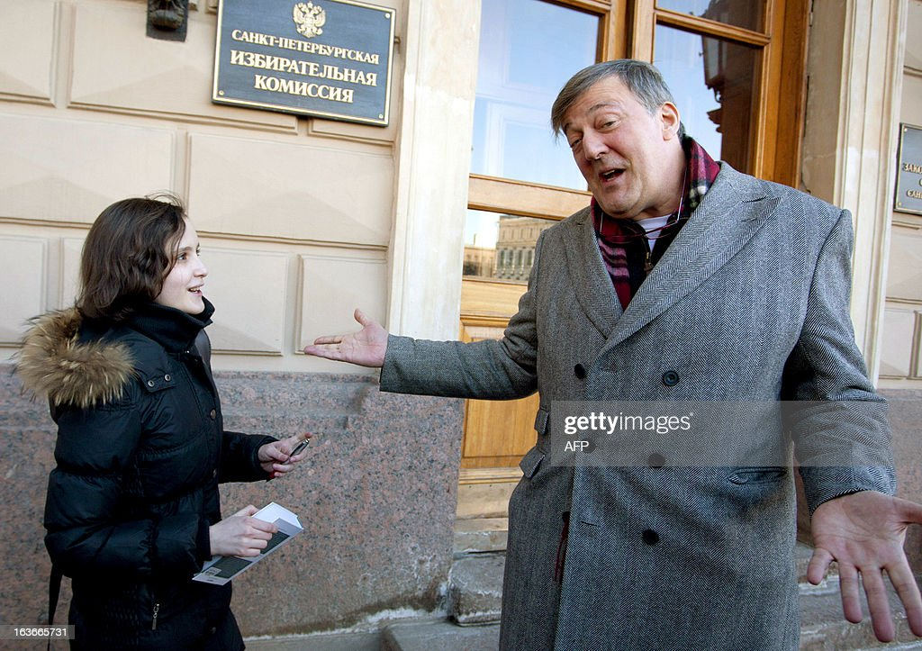 British actor Stephen Fry (R) speaks outside the city parliament in Saint Petersburg, on March 14, 2013. Fry, who is openly gay, clashed today with the Russian politician Vitaly Milonov as they meet at behind a controversial law in the city of Saint Petersburg that activists see as violating the rights of gays.